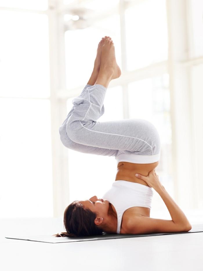 yoga-exercices-respiration-idée-santé-sportif-position-à-faire