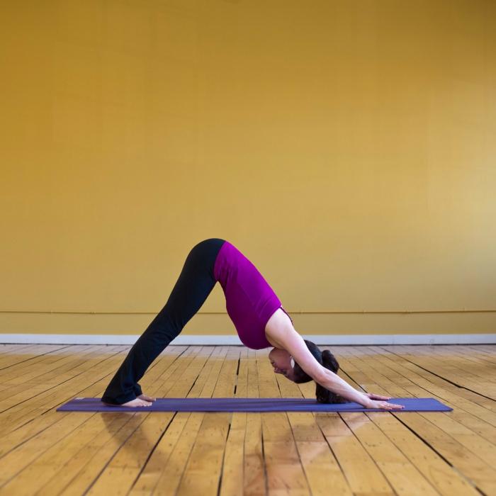 yoga-exercices-respiration-idée-santé-sportif-votre-tapis-de-yoga-bleue