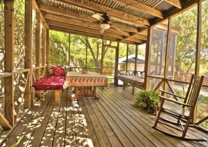 0-bioclimatique-veranda-bioclimatique-terasse-fabricant-veranda-sol-en-bois-clair-beaucoup-de-lumière