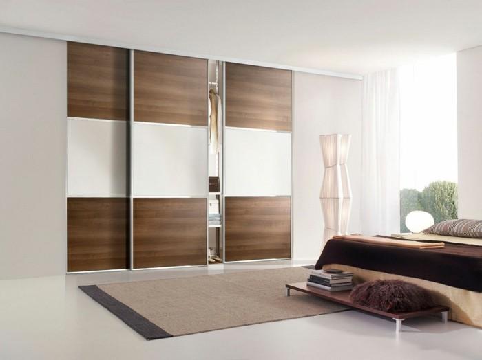 0-chambre-a-coucher-de-couleur-taupe-avec-placard-porte-de-placard-coulissante-en-bois-foncé