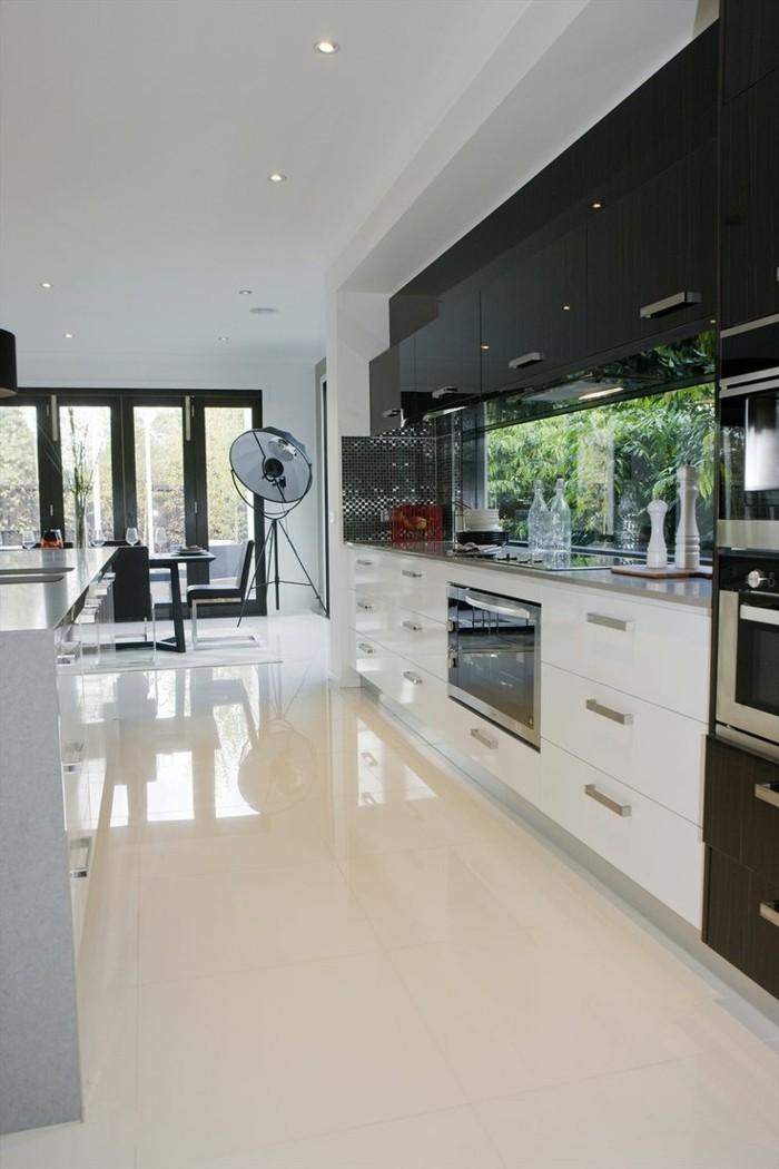 0-jolie-cuisine-avec-carrelage-poli-blanc-carrelage-blanc-brillant-dans-la-cuisine