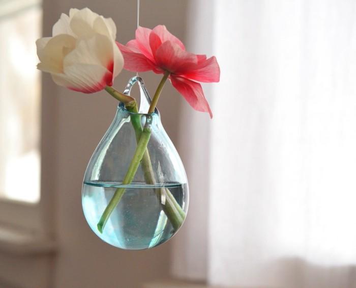 0-jolie-decoration-avec-vase-cyclindrique-verre-avec-fleurs-blancs-deco-case-transparent