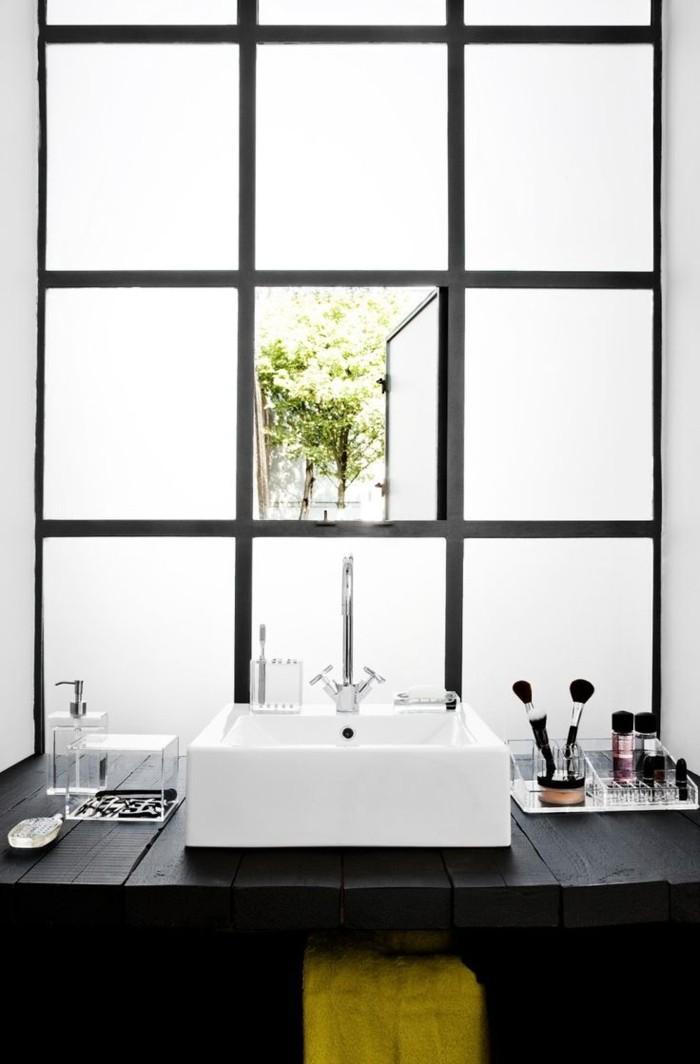 La salle de bain noir et blanc les derni res tendances for Fenetre de salle de bain