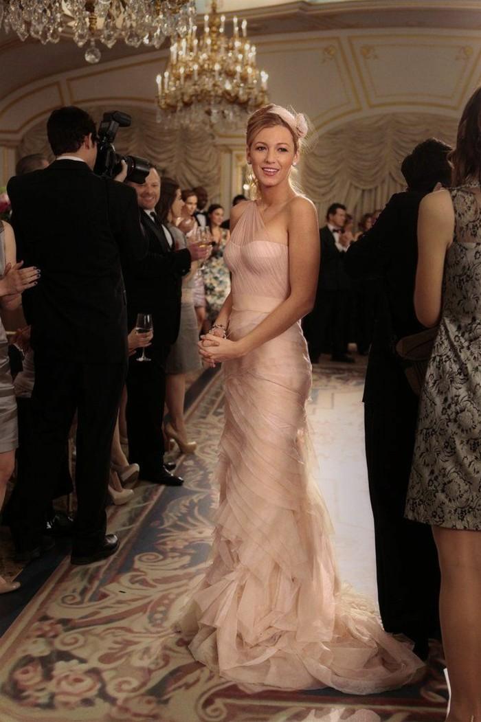 0-robe-habillée-pas-cher-robe-de-soire-de-couelur-rose-pale-portee-par-les-stars