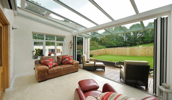 0-salon-veranda-plafond-en-verre-moderne-salon-sol-en-carrelage-beige