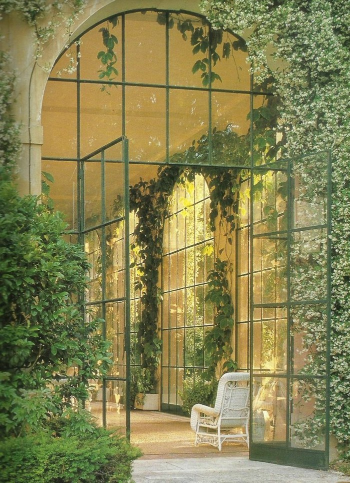 0-terasse-bioclimatique-veranda-bioclimatique-pergola-bioclimatique-en-verre-avec-plantes-vertes