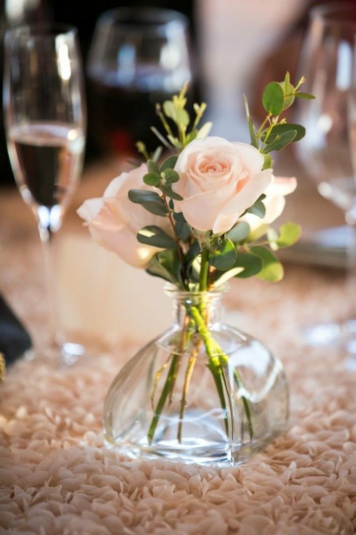 0-vase-cyclindrique-verre-vase-boule-transparent-en-verre-et-une-rose
