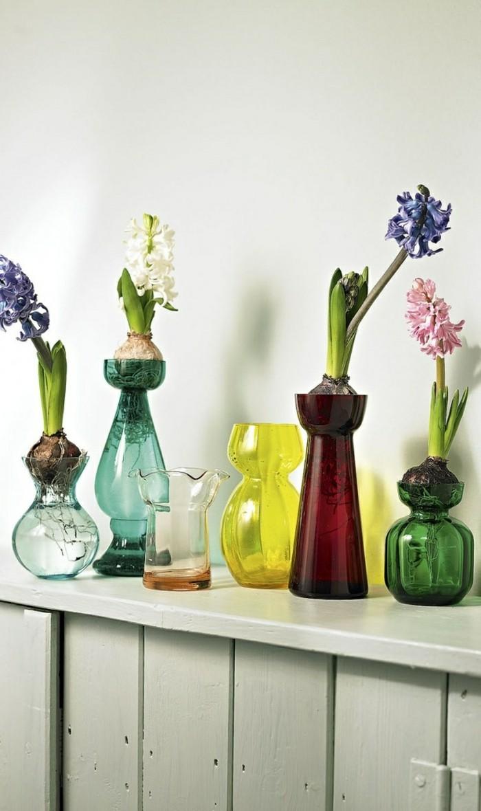 0-vase-cylindrique-verre-differentes-couleurs-vases-fleurs-dans-les-vases-mur-blanc