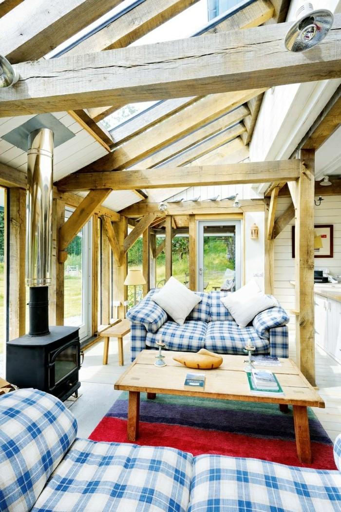 0-veranda-bioclimatique-pergola-bioclimatique-en-bois-clair-table-en-bois-salon-moderne