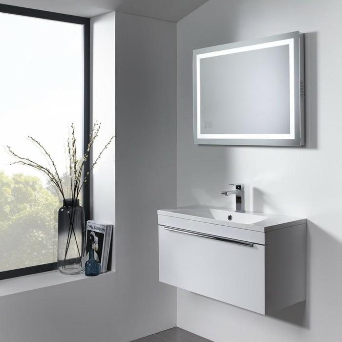 00-salle-de-bain-avec-murs-blancs-gris-et-fenetre-grande-miroir-éclairant-salle-de-bain-miroir-leroy-merlin