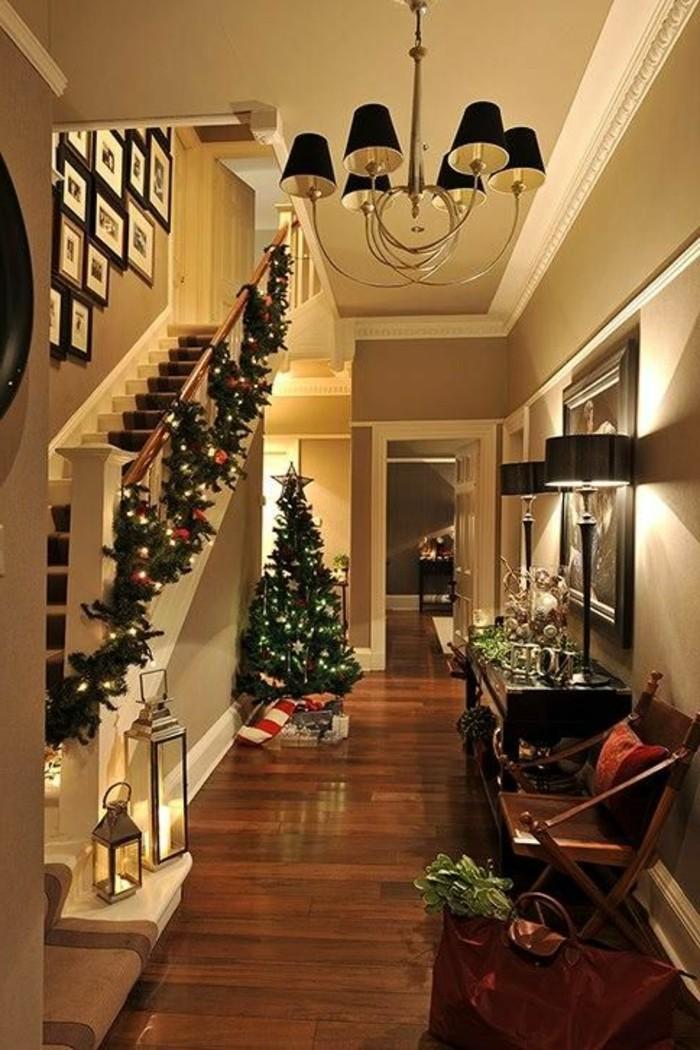 1-guirlandes-lumineuses-dans-la-maison-moderne-en-bois-sol-en-parquet-foncé