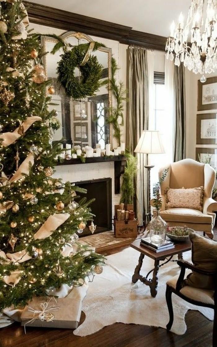 1-guirlandes-lumineuses-de-Noël-pour-bien-decorer-l-arbre-de-noel-chez-vous-cheminee-d-interieur