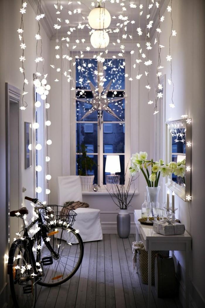 1-joli-guirlande-lumineuse-dans-le-couloir-moderne-velo-decoration-murs-blancs