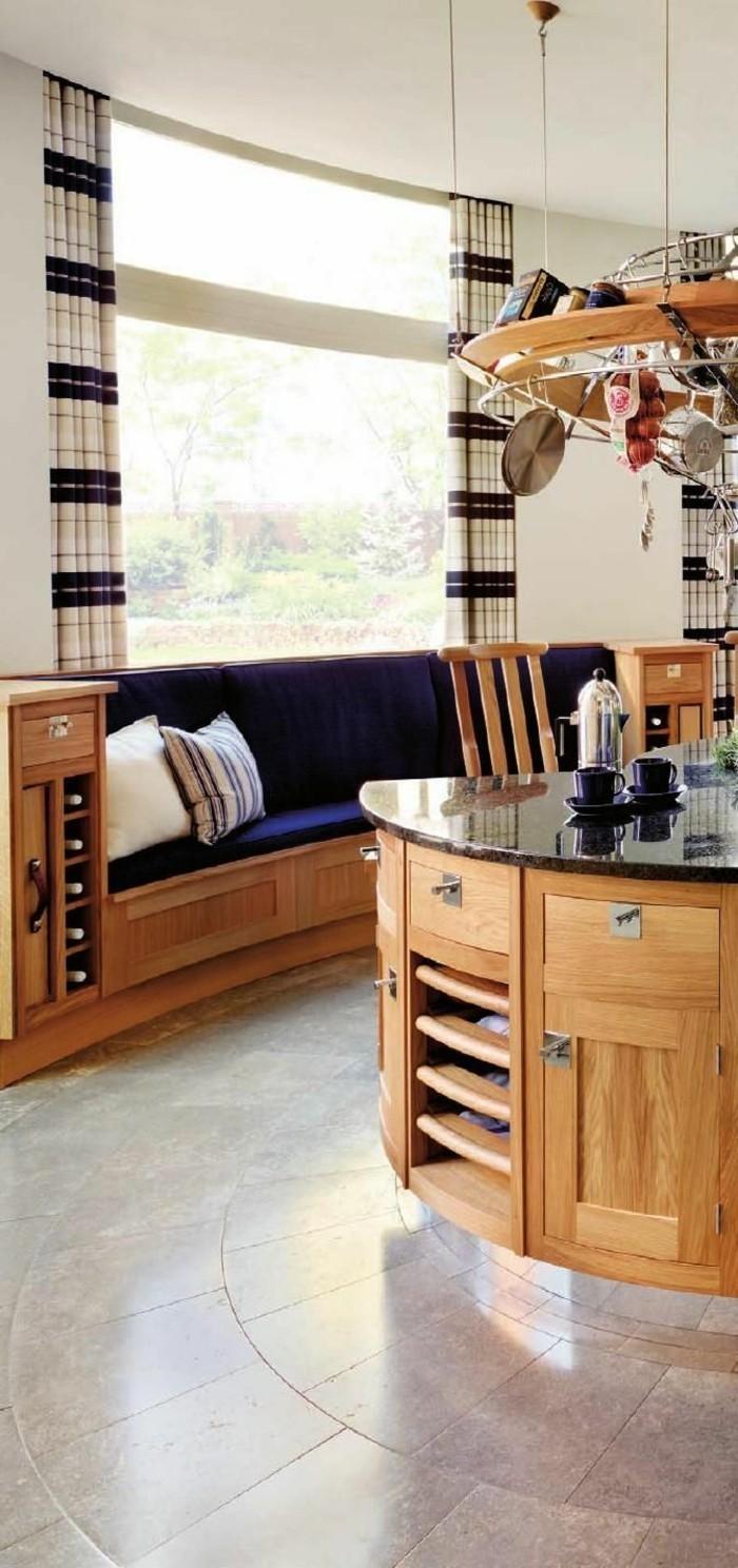 1-jolie-cuisine-en-bois-clair-sol-en-carrelage-gris-cuisine-moderne-avec-fenetres-grandes