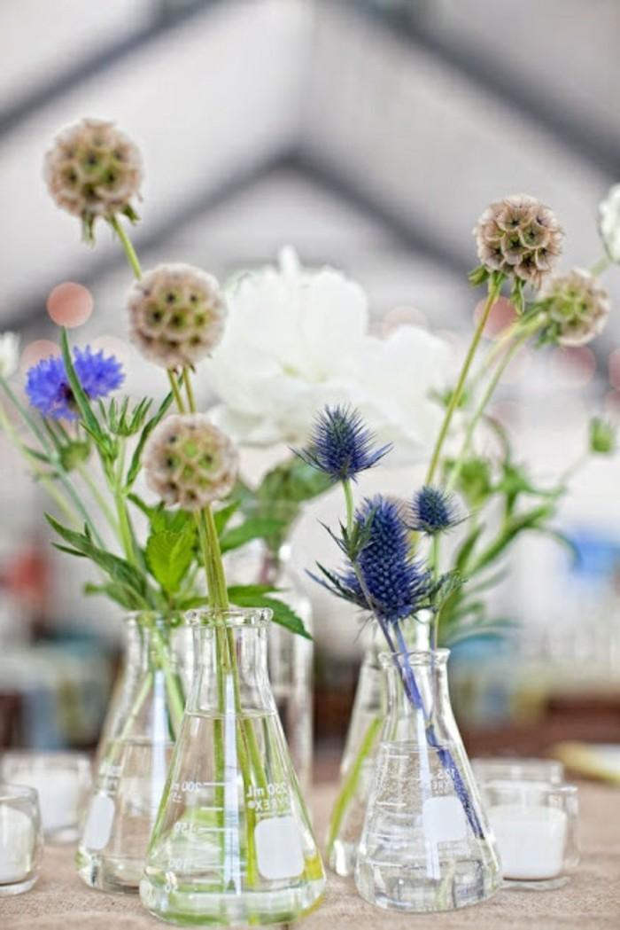 1-jolie-decoration-avec-vase-cyclindrique-verre-avec-fleurs