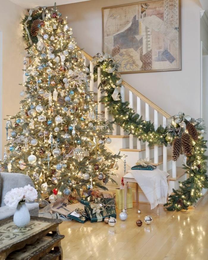 1-jolie-decoration-de-Noël-avec-guirlandes-lumineuses-de-Noël-decoration-arbre-de-noel