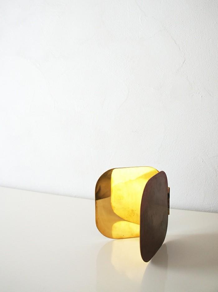 1-miroir-poche-pas-cher-original design-miroir-de-poche-petit-en-or-design-modern