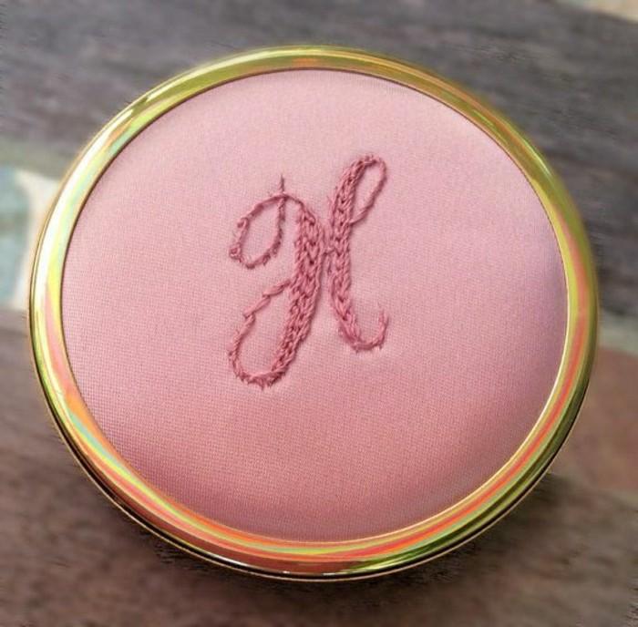 1-miroir-poche-pas-cher-rose-joli-design-pour-le-miroir-de-pocher-moderne-rose