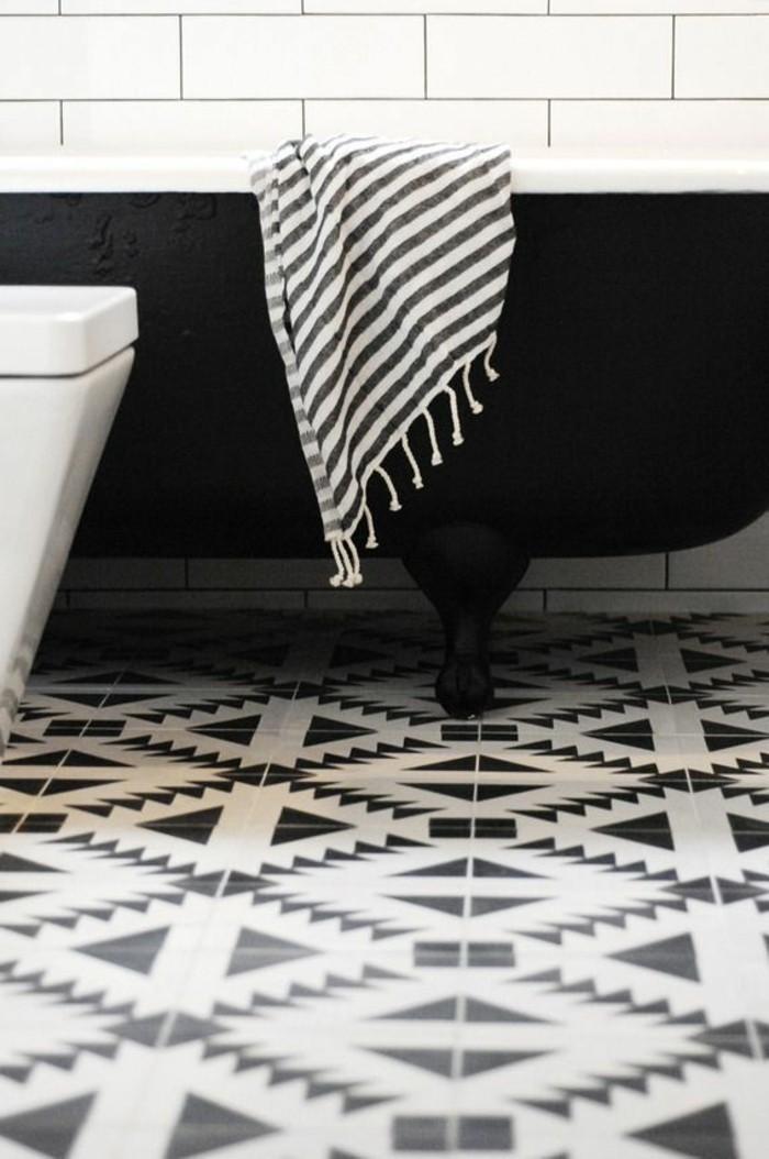 1-modeles-salles-de-bain-noir-et-blanc-decoration-murale-en-carrelage-blanc