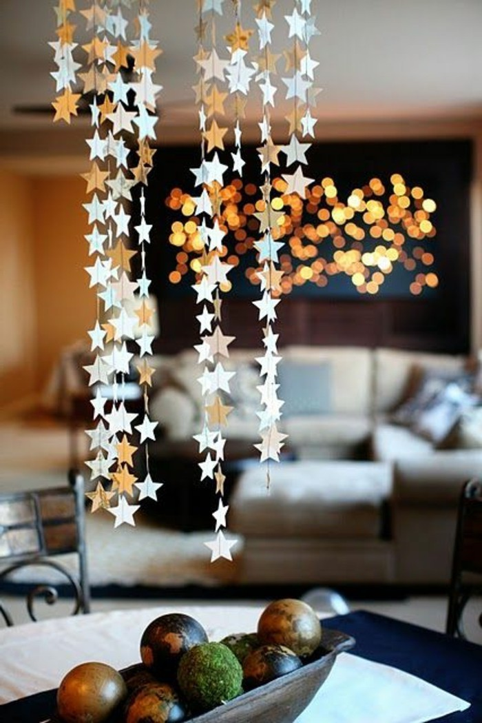 Nos diy id es en photos avec une guirlande de no l for Decoration de noel originale