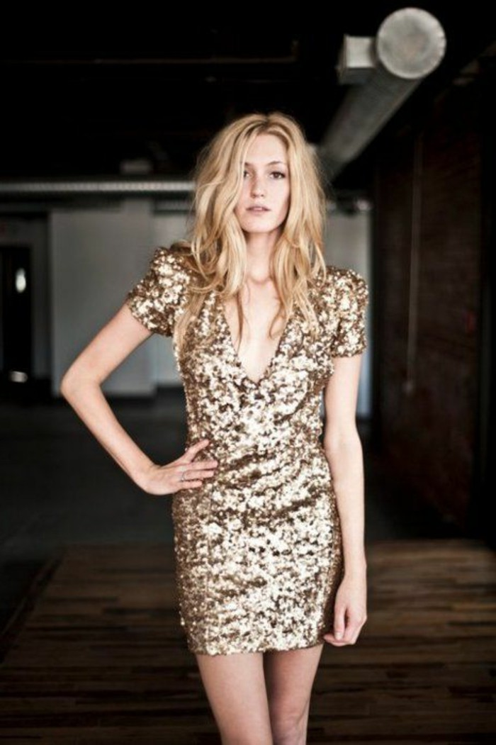1-robe-habillée-pas-cher-robe-de-soire-jolie-fille-blonde-avec-robe-habillée-pas-cher-robe-de-soire-en-or