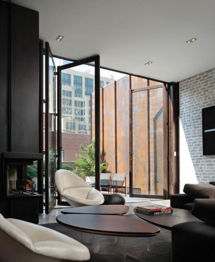 1-salon-avec-chaise-blanche-en-cuir-blanc-table-marron-dans-le-salon