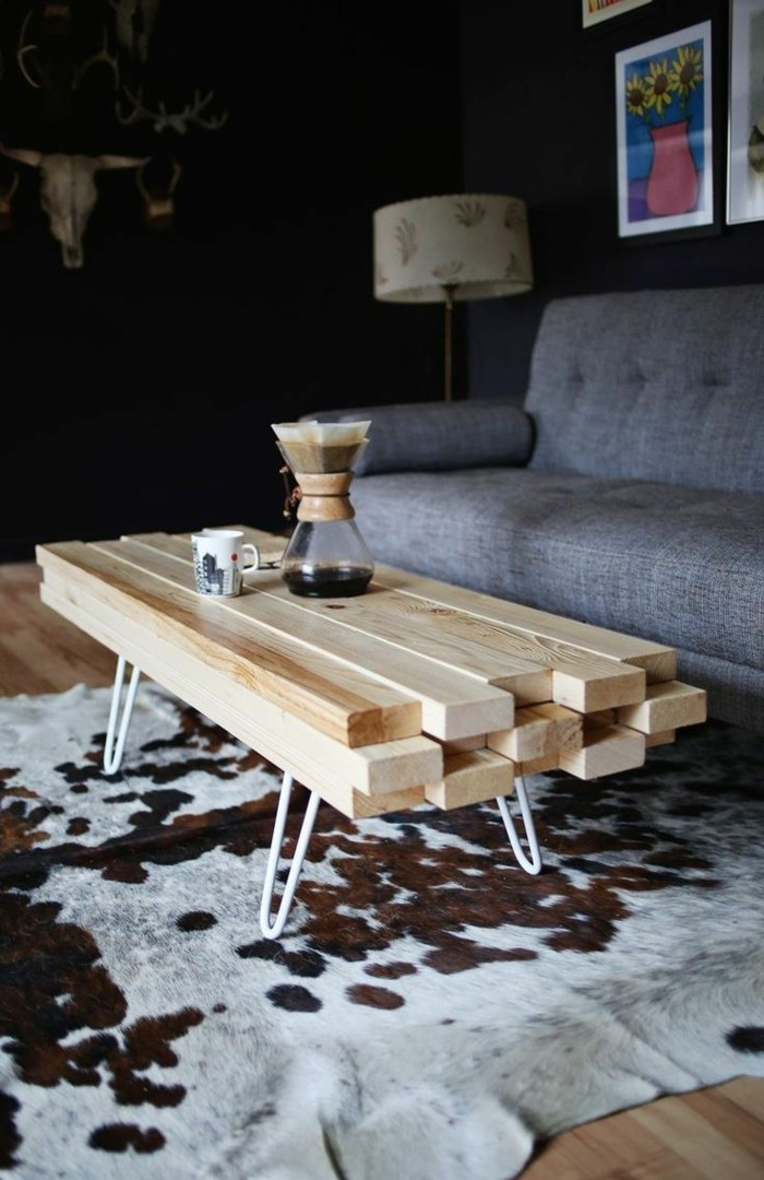 1-table-basse-design-en-bois-clair-dans-le-salon-tapis-en-peau-d-animal-table-basse-conforama