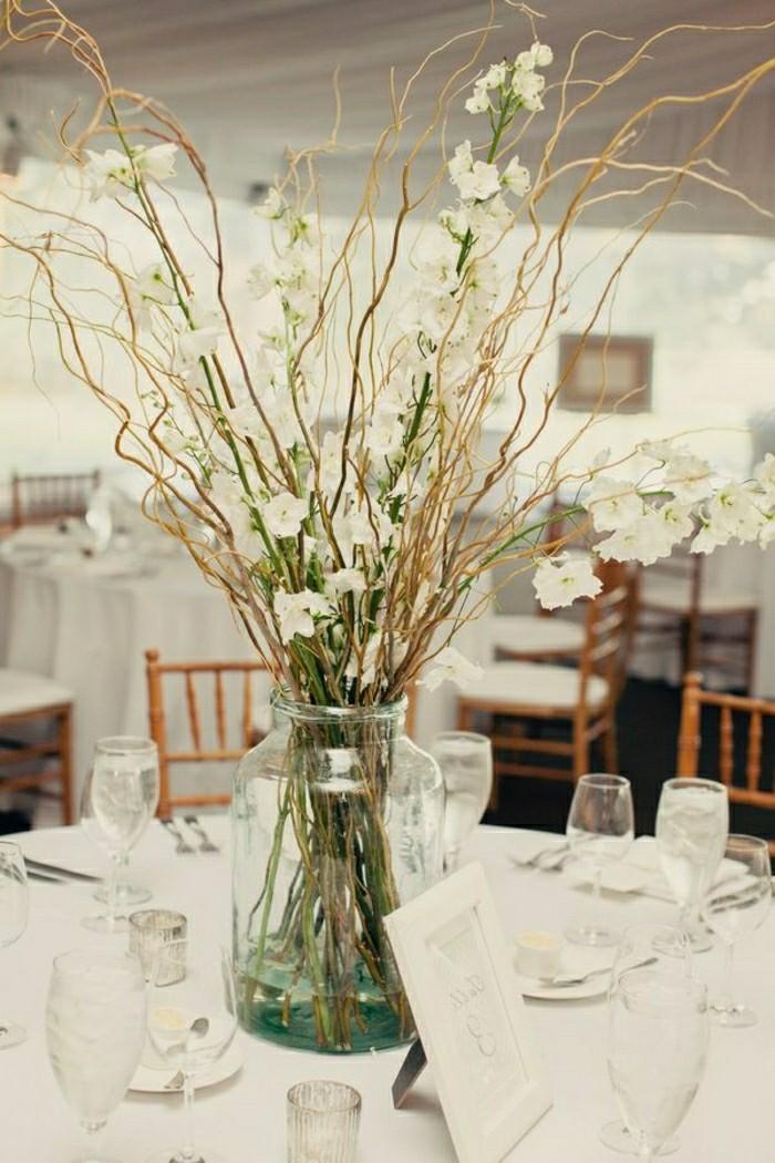 2-jolie-decoration-sur-la-table-avec-vase-cyclindrique-verre-comment-decorer-la-table