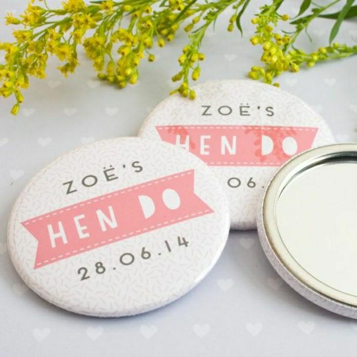 Le miroir de poche id es en photos pour un cadeau de no l for De quoi est fait un miroir