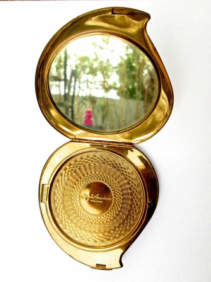 le miroir de poche id es en photos pour un cadeau de no l. Black Bedroom Furniture Sets. Home Design Ideas