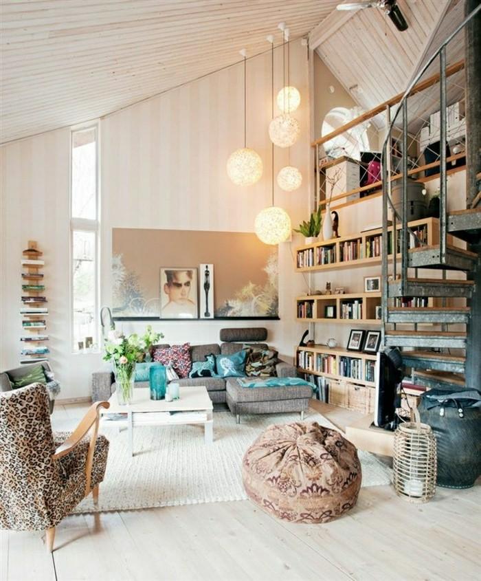 3-joli-salon-sous-pente-meuble-style-industriel-pas-cher-pour-loft-et-associé-sol-en-bois-clair