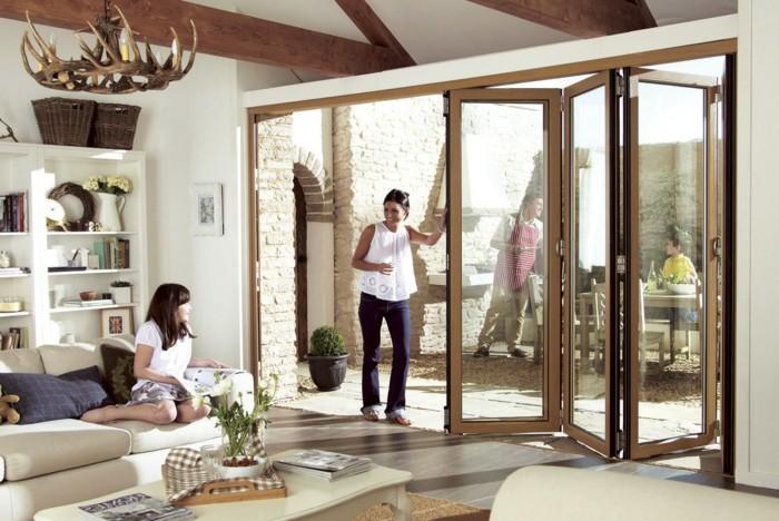 3-le-meilleur-design-de-la-porte-pliante-vers-le-jardin-sol-carrelage-beige-lustre-en-bois