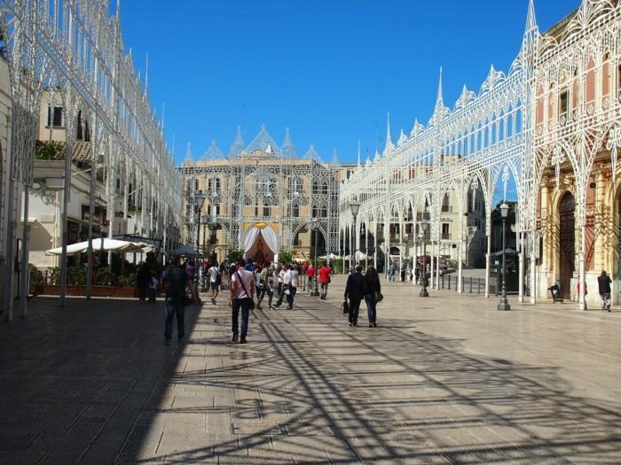 Bari-Piazza-Ferrarese-le-festivale-saint-nicolas-belle-photo-resized