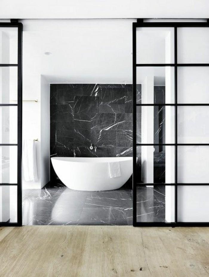 Belles-baignoires-baignoire-ovale-baignoires-design-interieur-classe-blanc-et-noir