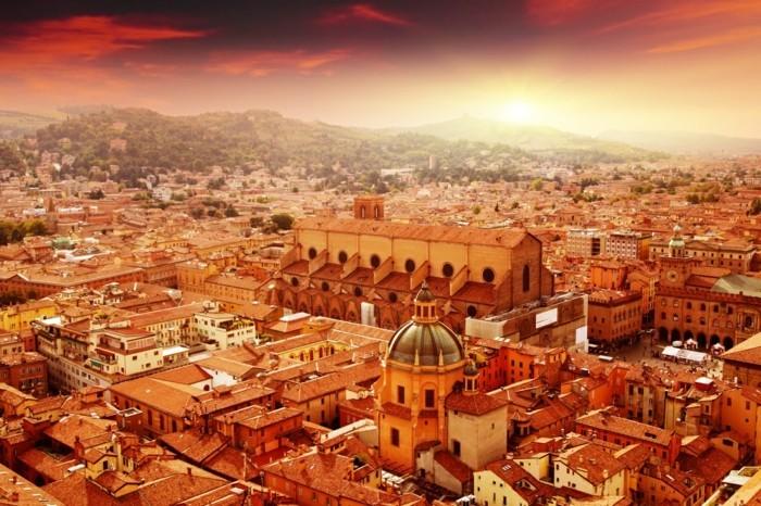 Bologna-au-lever-du-soleil-belle-photo-resized