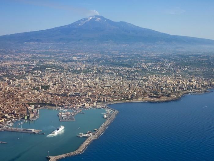 Catania-beauté-les-plus-belle-villes-mer-et-montagne-resized