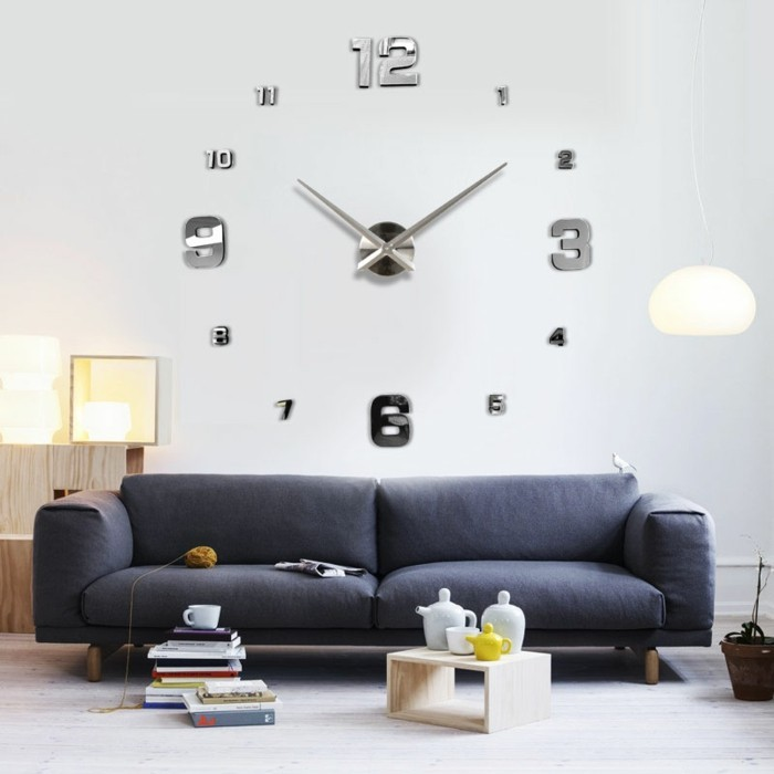 Cool-idée-horloge-parlante-l-horloge-tourne-horloge-géante-canapé-bleu-jolie-idée