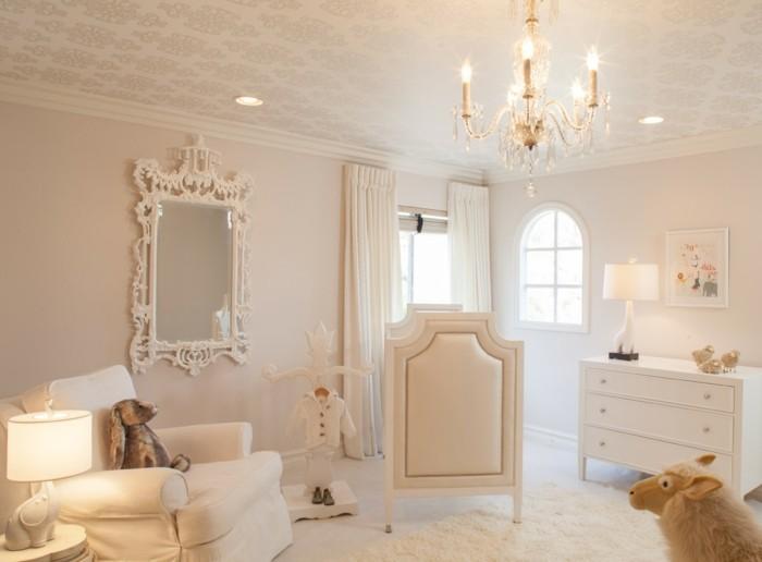 Idée-déco-chambre-bebe-lustre-chambre-bébé-cristaux