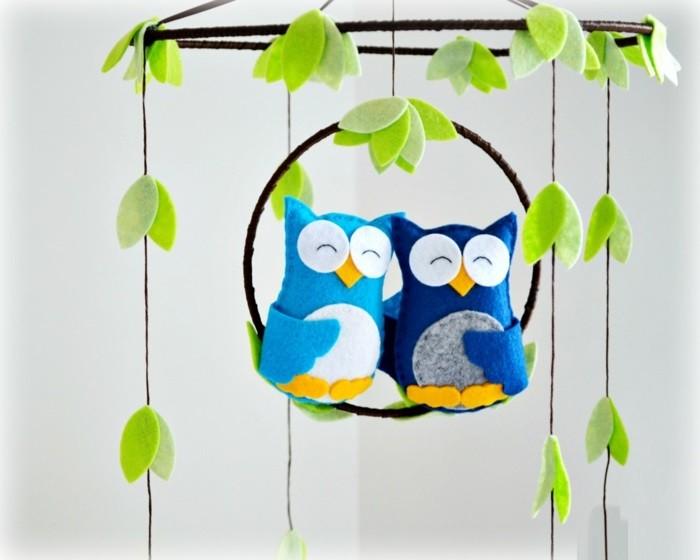 Idée-déco-chambre-bebe-lustre-chambre-bébé-vert-feuille-hiboux