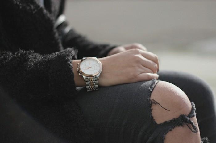 Idée-tenue-montre-fossil-rose-doré-montre-quantieme-jean-noir