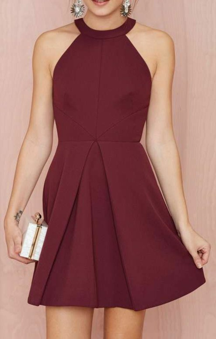 Idée-tenue-officielle-robe-cocktail-rouge-courte-jolie