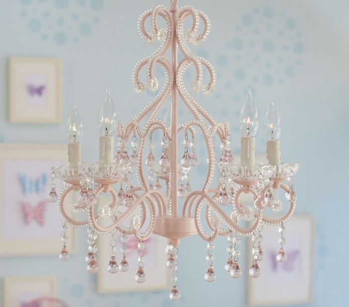 Le-lustre-chambre-bebe-idée-mignon-chandelier-lustre-baroque