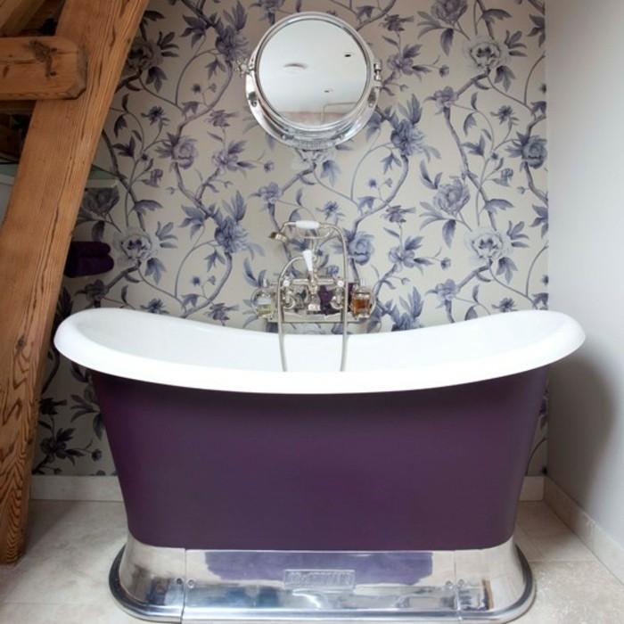 Le-papier-peint-salle-de-bain-design-intérieur-violet