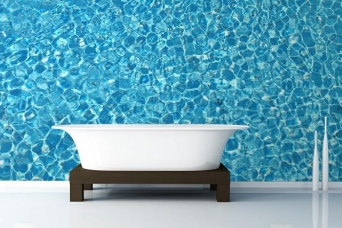Salle-de-bains-vintage-avec-papier-peinte-personnalisé-papier-peint-bleu
