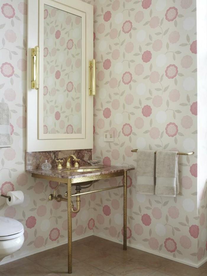 Salle-de-bains-vintage-avec-papier-peinte-personnalisé-salle-de-bains-cool