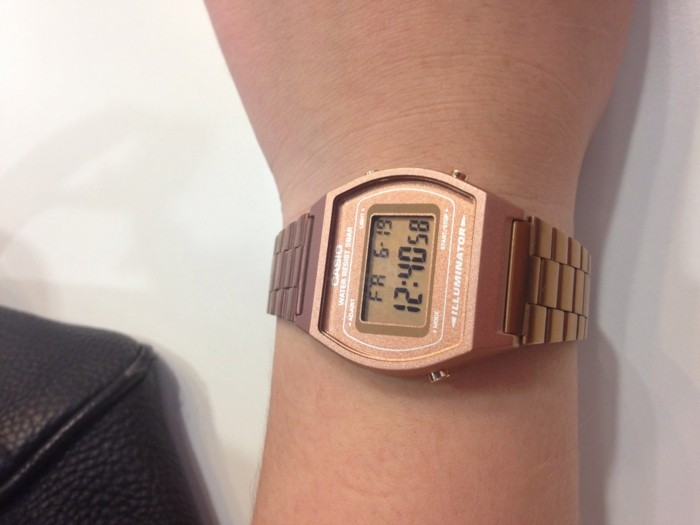Tendance-montre-guess-doré-rose-montre-michael-kors-or-rose-vintage