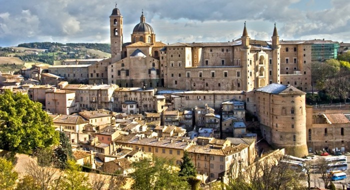 Urbino-visite-en-italie-belles-villes-et-coins--resized