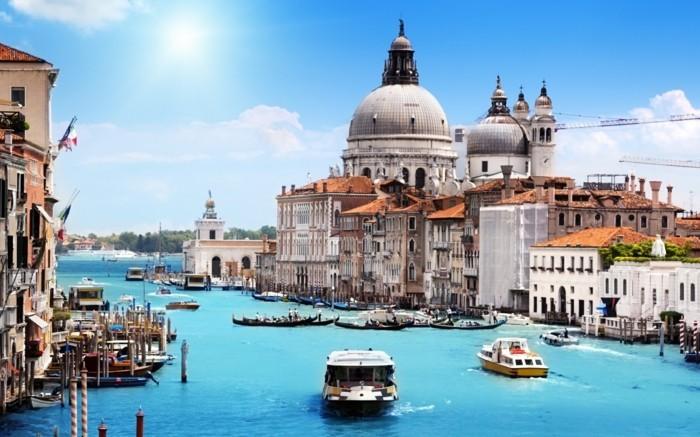 Venise-belle-ville-du-monde-sur-mer-eau-autour-venice-resized