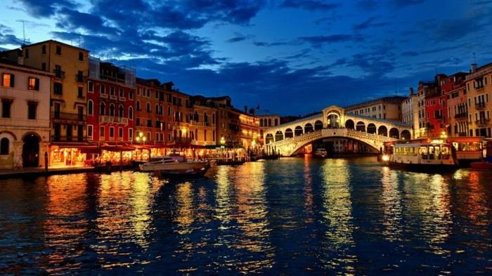 Venise-les-nuits-de-beauté-belle-ville-à-visiter-resized