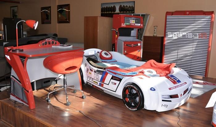 aménagement-chambre-conforama-lit-voiture-ado-enfant-pas-chambre-enfant-déco-automobile-cool